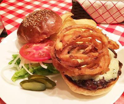 水道橋駅近くにあるハンバーガー屋アイコウシャのハンバーガー
