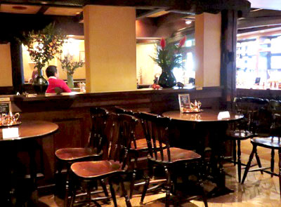 池袋駅近くにある喫茶店皇琲亭の店内