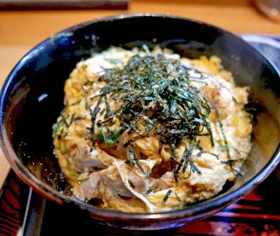 京都鞍馬口駅近くにある洋食屋まつもと食堂の親子丼