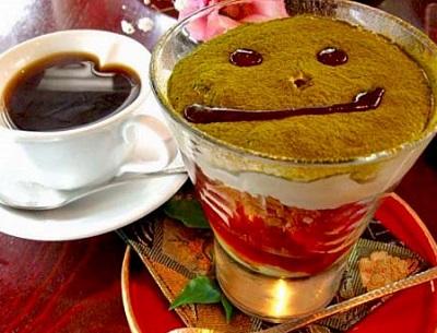 町田駅近くにあるカフェ中野屋の抹茶&イチゴパフェ