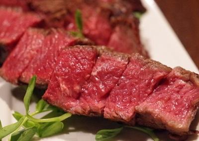 吉祥寺駅近くにある肉料理店肉山の赤身肉
