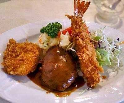 京都出町柳駅近くにある洋食屋のらくろのランチ