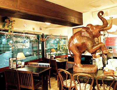 吉祥寺駅近くにあるタイ料理ランサーンの店内