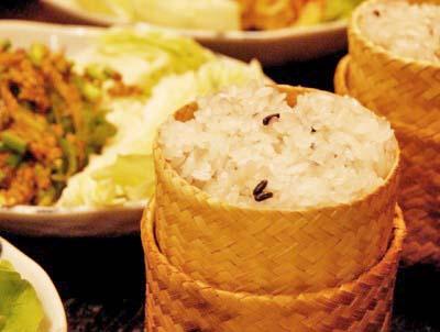 吉祥寺駅近くにあるタイ料理ランサーンのカオニャオダム