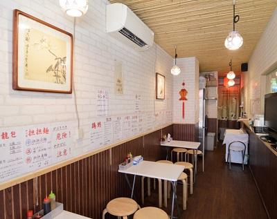 戸越駅近くにある中華料理屋龍輝の店内