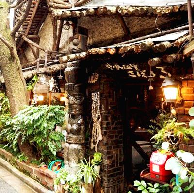神保町駅近くにある喫茶店さぼうるの外観