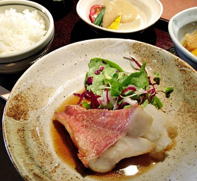本町駅近くにある魚介料理屋瑳こうの魚定食