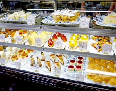 赤坂見附駅近くにある喫茶店西洋菓子しろたえ赤坂のショーケース