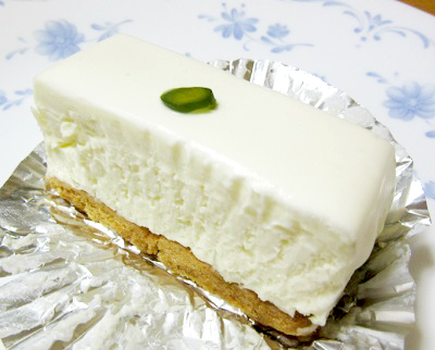 赤坂見附駅近くにある喫茶店西洋菓子しろたえ赤坂のチーズケーキ