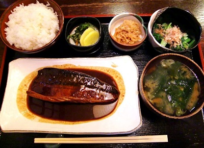 代々木駅近くにある魚介料理志乃ぶの定食