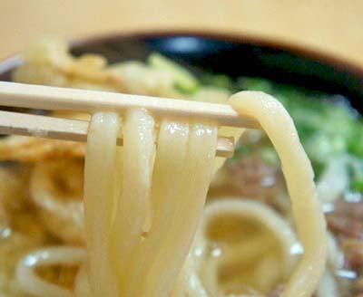 博多駅近くにあるうどん平の麺