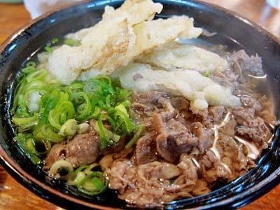 博多駅近くにあるうどん平の肉うどん