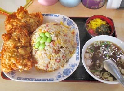 新高円寺駅近くにある中華料理タカノのチャーハンセット