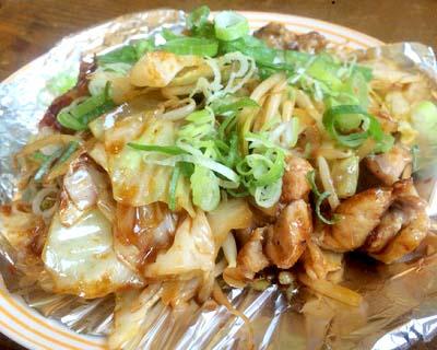 呉服町駅近くにあるお好み焼き屋たくみちゃんのホルモン炒め