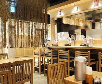 博多駅近くにある牛タン屋たんやHAKATAの店内