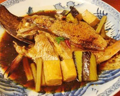 博多駅近くにある魚介料理太郎源の煮魚