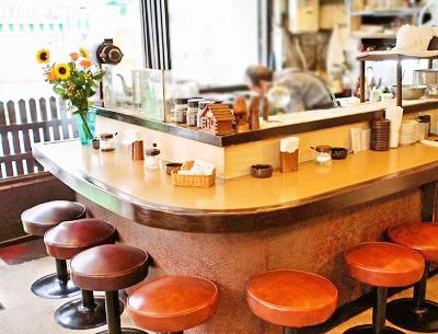 錦糸町駅近くにある喫茶店トミィの店内