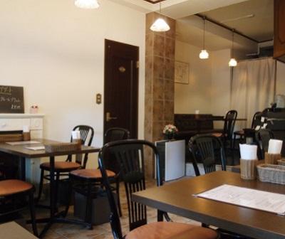 後楽園駅近くにある洋食屋レストランツムラの店内