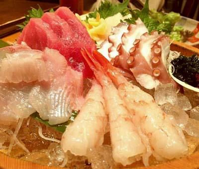 浅草駅近くにある魚介料理店魚菜の刺身