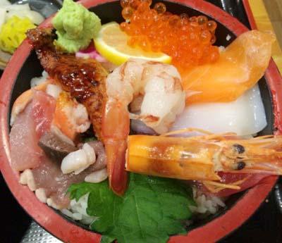 東三国駅近くにある海鮮料理屋魚輝水産新大阪店の海鮮丼