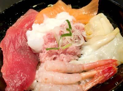日本橋駅近くにある海鮮屋若狭家難波店の海鮮丼