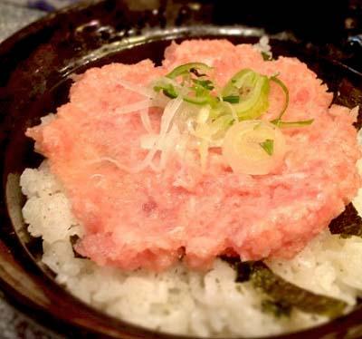 日本橋駅近くにある海鮮屋若狭家難波店のネギトロ丼