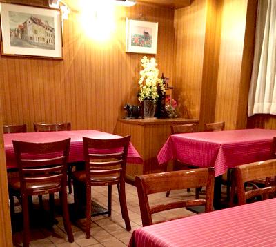 横浜にある洋食キムラ野毛店の店内