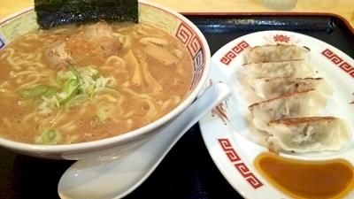 八幡山駅近くにある定食屋夢食堂のラーメン