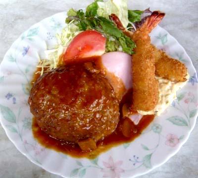 京都茶山駅近くにある洋食屋ジュネスのハンバーグ海老フライ