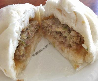 飯田橋駅近くにある肉まん専門店五十番神楽坂本店の肉まん2