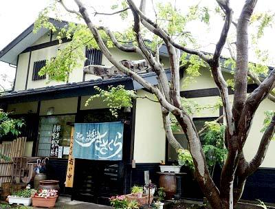 軽井沢にあるそば屋ささくらの外観