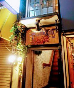 東京都中野区にある洋食屋六曜舎 (ロクヨウシャ)の入口
