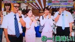 山本海苔店で試食するヒルナンデスメンバー